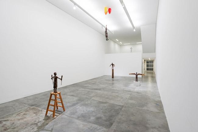 vista da exposição, flavio cerqueira, casa triangulo, atelie fidalga, escultura