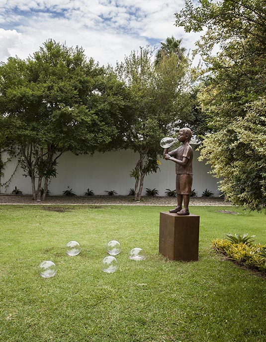 flavio cerqueira, na medida do impossível, escultura, casa triangulo, sculpture, casa triangulo